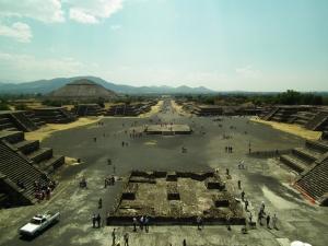Straße der Toten und Sonnenpyramide